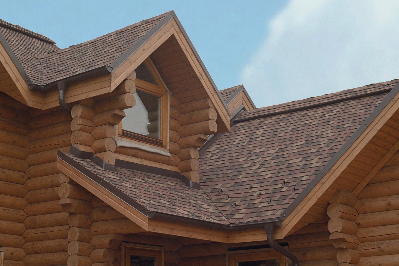 Деревянный дом с мягкой черепицей